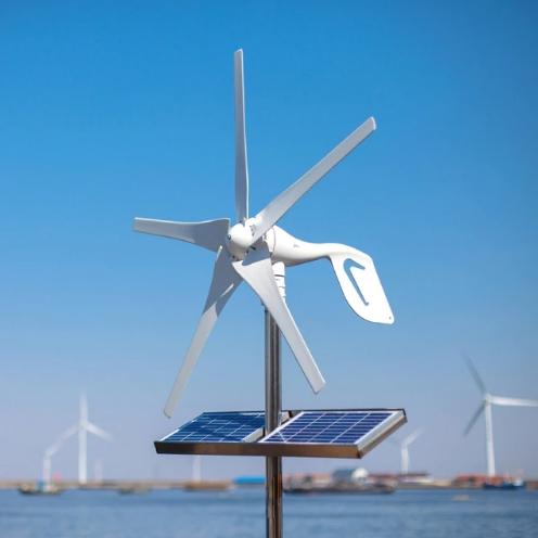 Красивый ветряной генератор для загородного дома и дачи на 12В или 24В мощностью 600 Вт