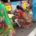 Vigitable Market Aunties showing saree hips show | Hot Iduppu Aunties in Vigitable Market