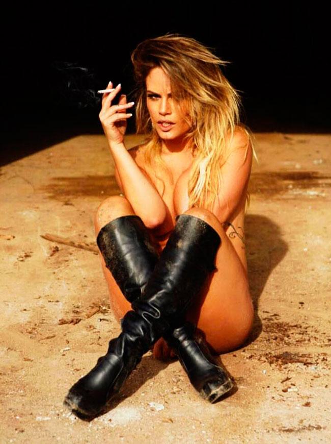 Natalia Casassola em ensaio apimentada