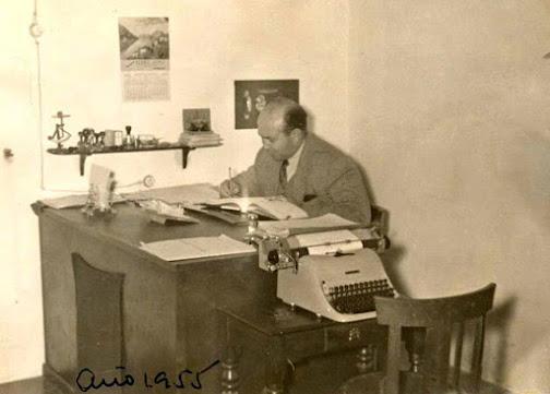Claudio Muriel en su oficina de la mina. 1955 (Arch. S. Muriel)