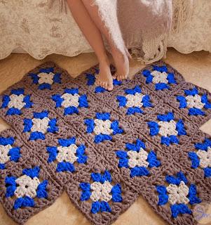 http://susimiu.es/alfombra-de-trapillo-granny-square-o-alfombra-de-la-abuelita/