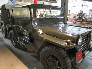 m 151 mutt army jeep