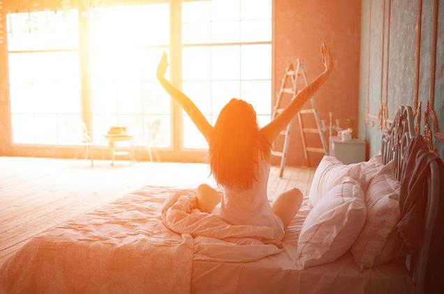 4 طرق لتستيقظ وأنت مبتهج و مستعد لبدأ يومك