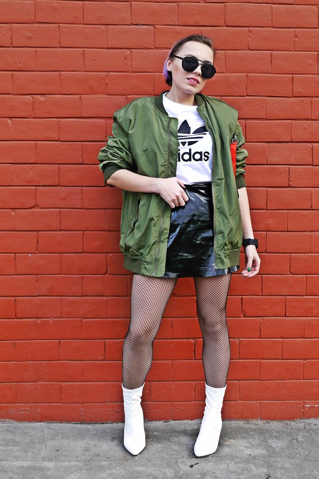 8_zielona_oversize_bomberka_top_adidas_biale_botki_renee_karyn_blog_modowy_080318aw