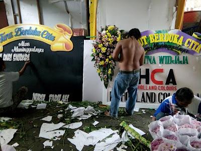proses pembuatan bunga papan duka cita