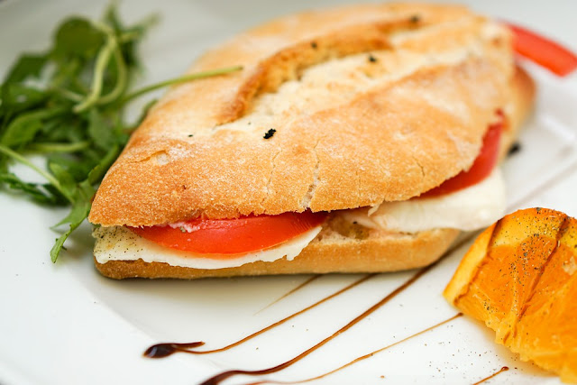 Sandwich au feta et tomates