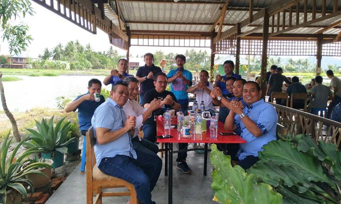 Ni'matullah Bersama Ketua DPC Demokrat Tebar Salam Punggawa di Sidrap