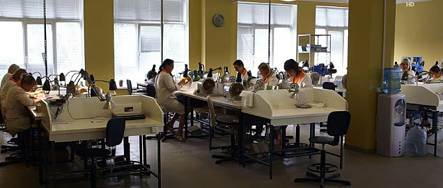 amber jewelry manufacturing in Russia