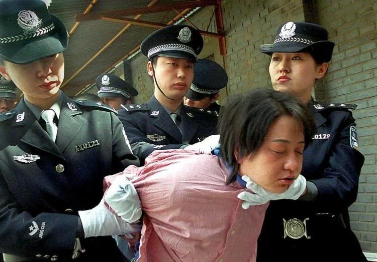 hukuman mengerikan bagi para koruptor di dunia