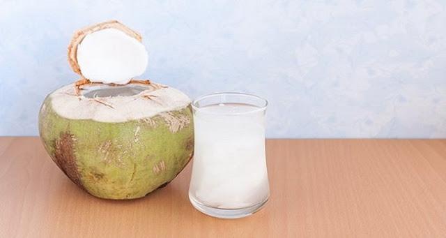 5 increíbles beneficios para la salud de agua de coco.