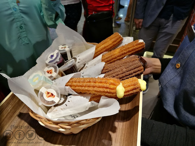 Filling Churros