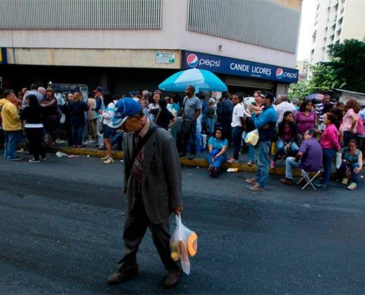¡DURA REALIDAD! 93% de los venezolanos compran menos de la mitad de lo que necesitan