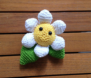 Amigurumi Flower Pattern Free : 2000 Free Amigurumi Patterns: Daisy: free flower crochet ...