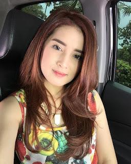 Profil dan Biodata Rosiana Dewi