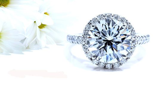 TOP TIPS FOR TRAVELING WITH YOUR DIAMOND JEWELRY