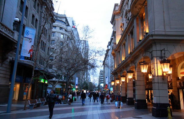 Compras no Paseo Ahumada em Santiago