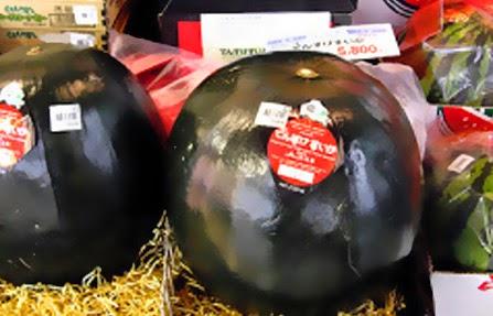 Sandías negras en supermercado en Japón