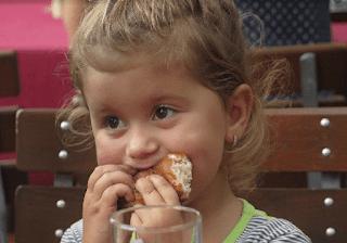 Bahaya Memberi Vitamin Terlalu Banyak Pada Anak