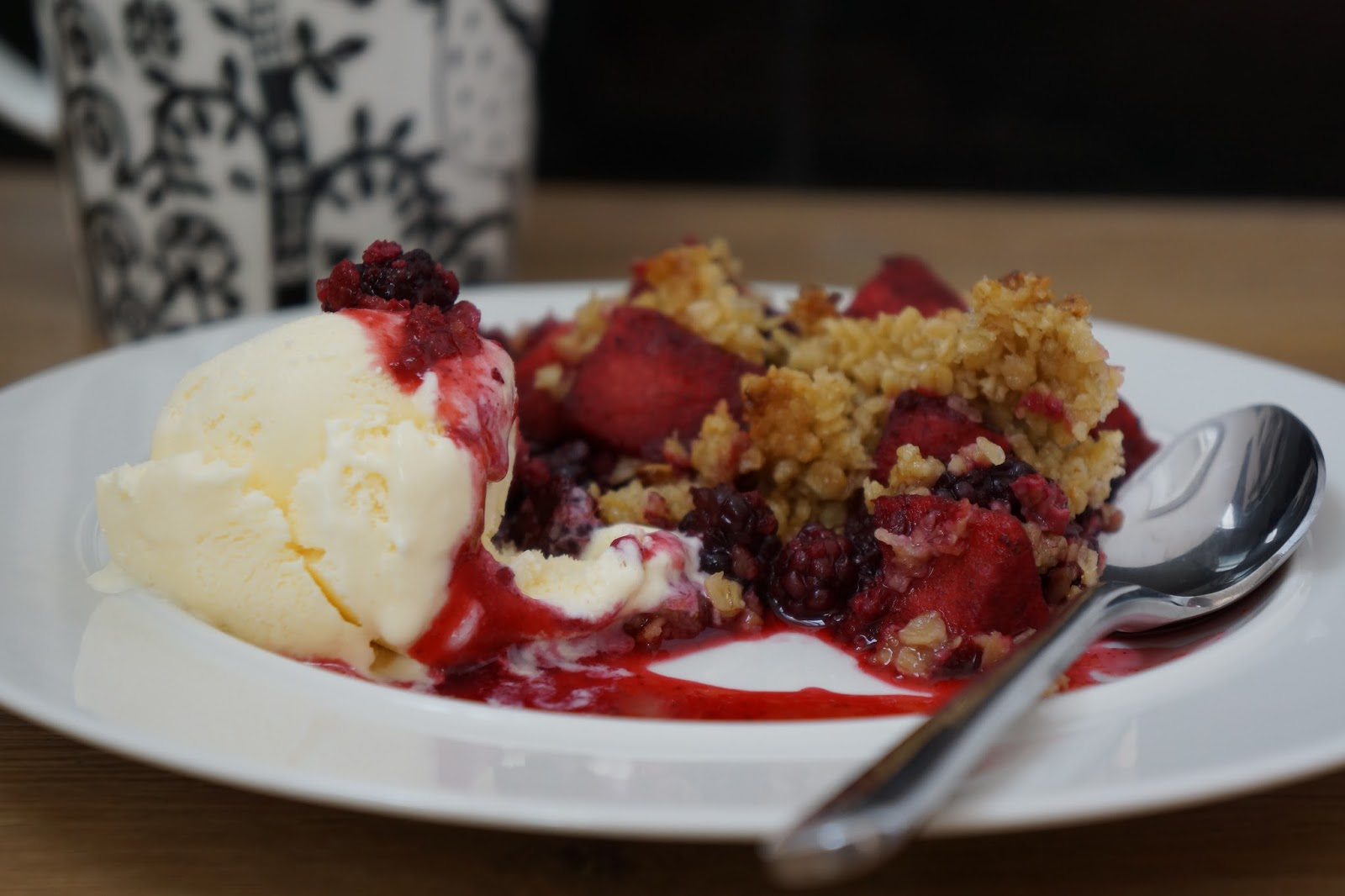 oatmeal blackberry apple crumble