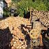 Мужик просто шинкует дрова! Самодельный веткорез дровокол! (Видео)