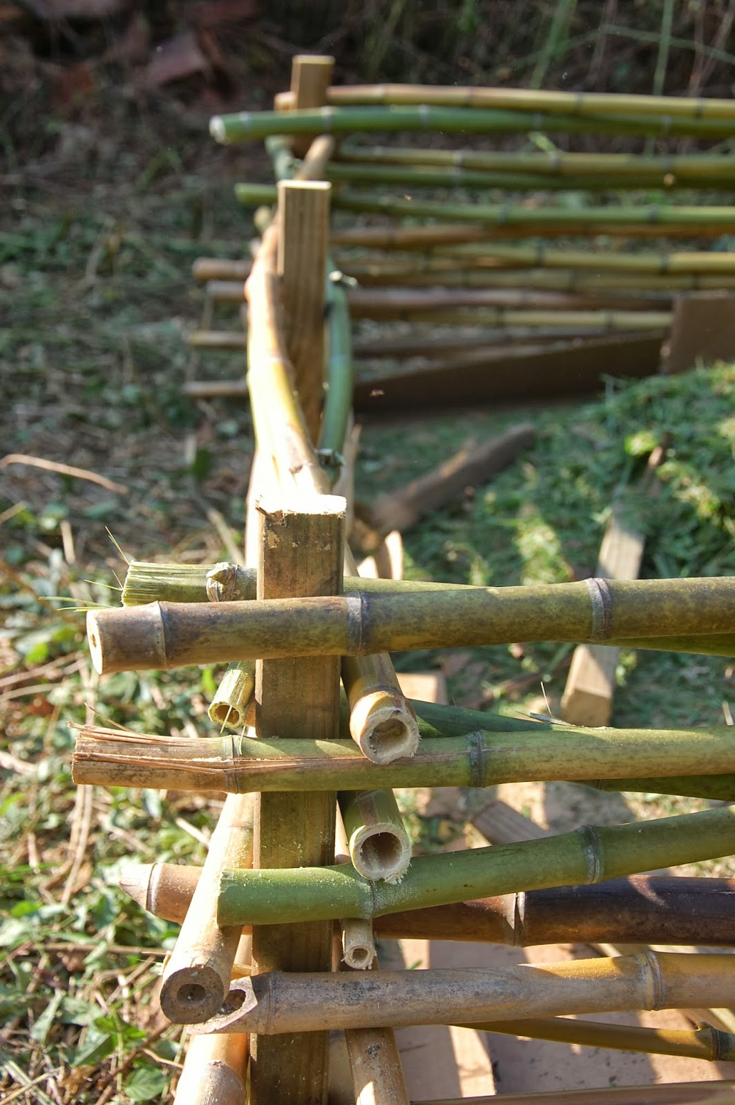 Building A Raised Flagstone Patio: The Hippie Homestead: Building A Raised Bed With Bamboo