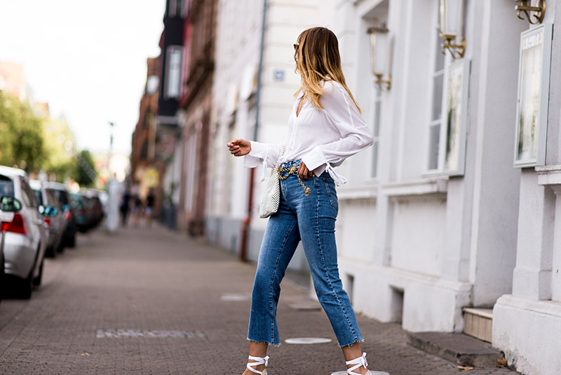 fashionardenter-parisian-fall-look-2018-style-flare-cropped-jeans-inspo-french-girl-outfit