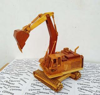 Wooden Miniature Komatsu Excavator D251