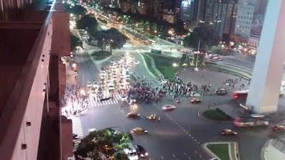 Estrepitoso fracaso de la marcha del #17F a favor del presidente argentino Mauricio Macri. Quedan muy poquitos argentinos reales que apoyan al gobierno de Cambiemos. Solo les quedan los trolls y los medios