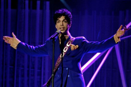 Revelan la llamada que se hizo al 911 desde la casa de Prince.