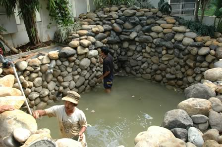 kolam air mancur relief | love green
