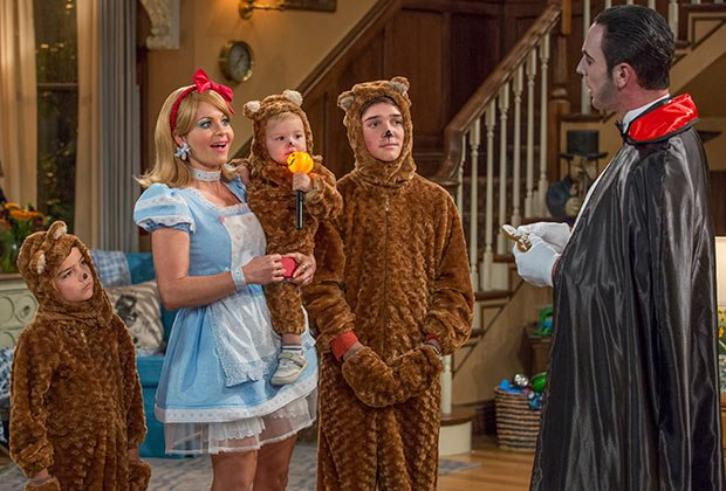 Fuller House - Season 2 - Extended Promos + First Look Photos