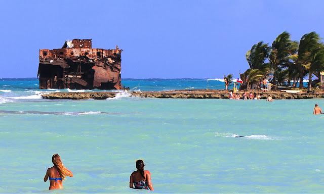 Fazer um passeio pela praia Rocky Cay em San Andrés