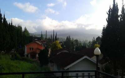 Pemandangan dari komplek villa istana bunga