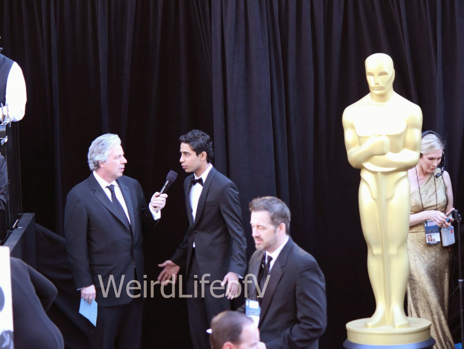 Suraj Sharma being interviewed by Chris Connelly at the 2013 Academy Awards