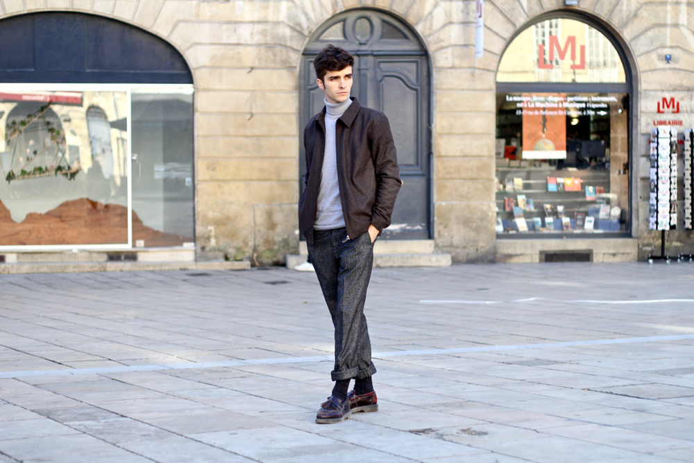 BLOG-MODE-HOMME-somewhere-clothing-casual-look-tenue-este-laine-courte-tweed-col-roulé-cachemire-bordeaux-simple-elegant-place-du-parlement