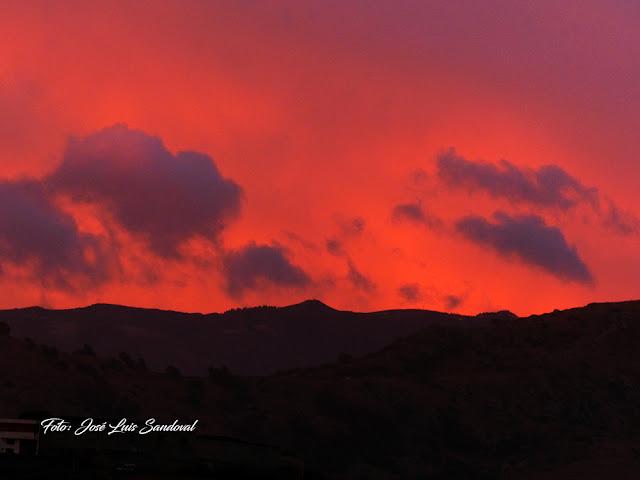 vídeo y fotos  amanecer en rojo en Las Palmas de Gran Canaria, lunes 24 octubre 2016