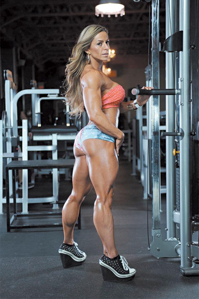 A atleta Women's Physique IFBB PRO Juliana Malacarne. Foto: Divulgação