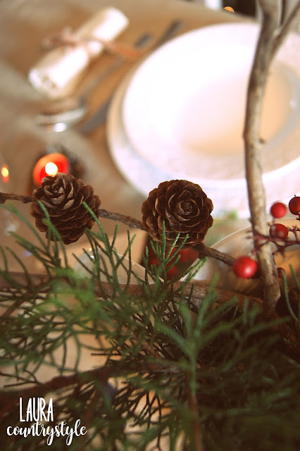 Per una tavola vintage potete utilizare come porta candele dei vecchi  stampini per dolci e dei coni di carta ( puoi utilizzare vecchi librii o  spartiti) dai ... bff7edc4b773