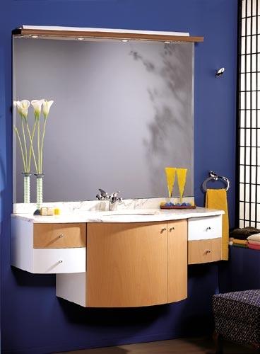 Muebles para ba os en azul blanco y haya decoraci n de for Muebles para decoracion de banos