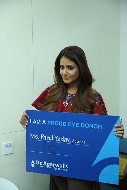 Ms. Parul Yadav pledging her eyes at  the inauguration of Dr. Agarwal's Eye Hospital Whitefield