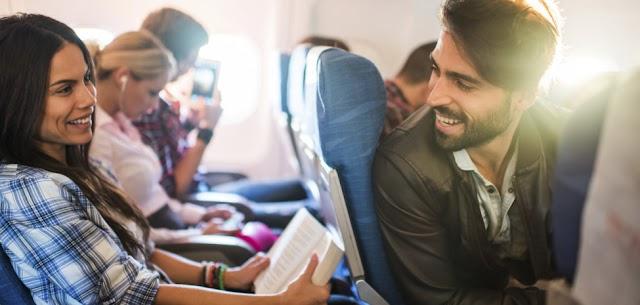 1 de cada 50 personas encuentran amor en un avión, según un estudio
