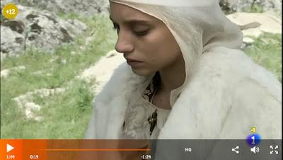 Isabel lee las Coplas