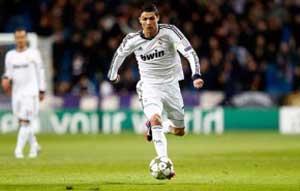 1 5 Pesepak Bola Tercepat di Dunia