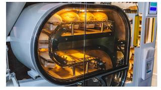 robot bakes bread-CES2019