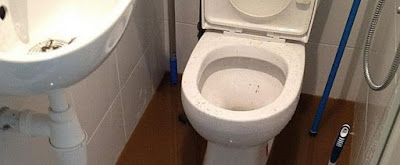 Cara Menggunakan Soda Api untuk WC Mampet