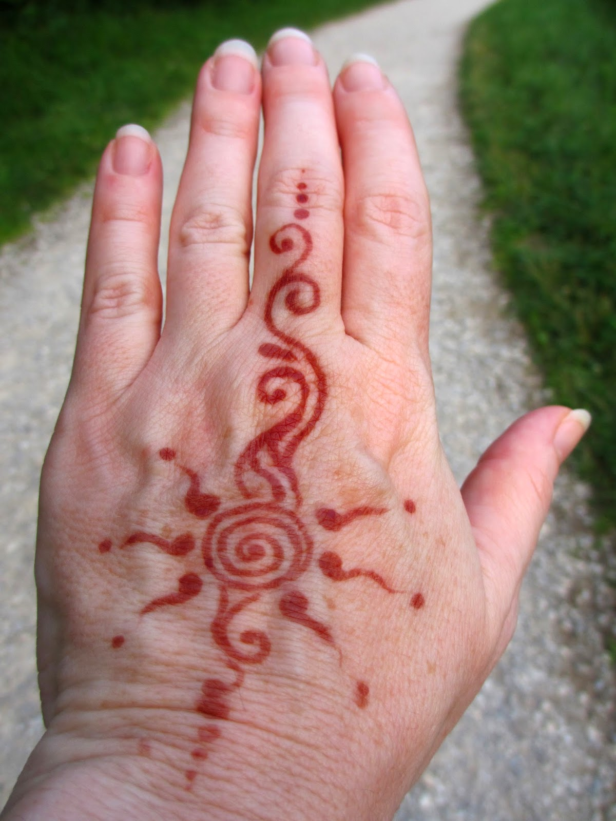 Simple Sun Henna Tattoo Designs: The Daily Apple: Apple #680: Henna Tattoos