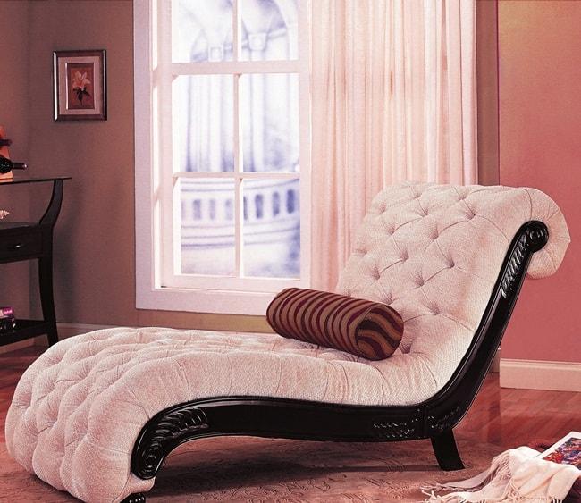penataan sofa dalam ruangan