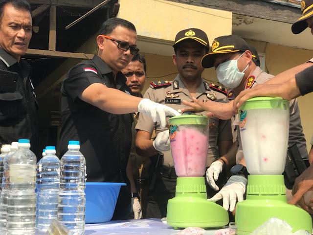 Polres Metro Jakarta Barat Beserta Jajaran Polsek  Memusnahkan Barang Bukti Narkotika