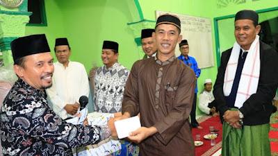 Walikota Mukhlis Rahman Ketua rombongan Tim Safari Ramadhan kunjungi Masjid Muhammadiyah Al Bukhari