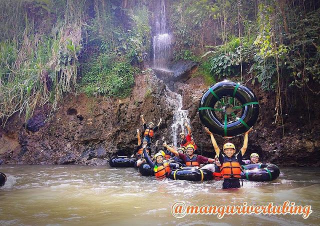 Photo : Keseruan wisatawan di Mangu River Tubing, Magelang